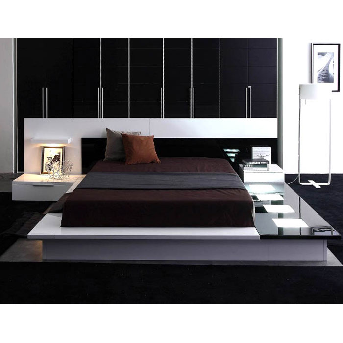 Impera Contemporary Lacquer Platform Bed with Nightstands